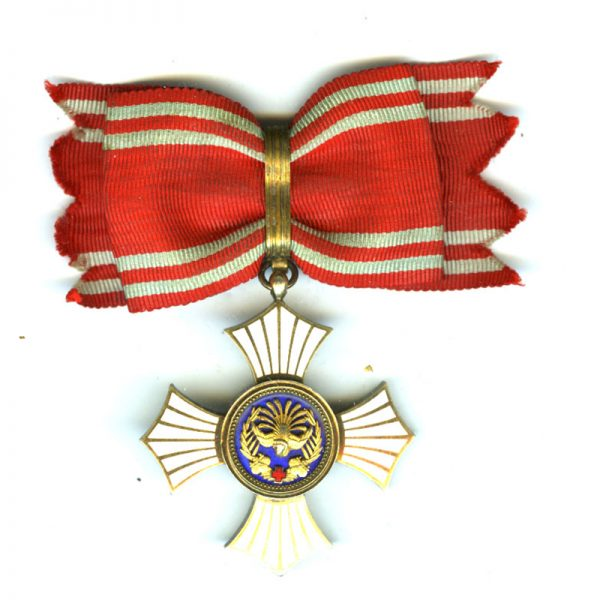 Red Cross Merit Order silver gilt with good quality in fitted titled... 1