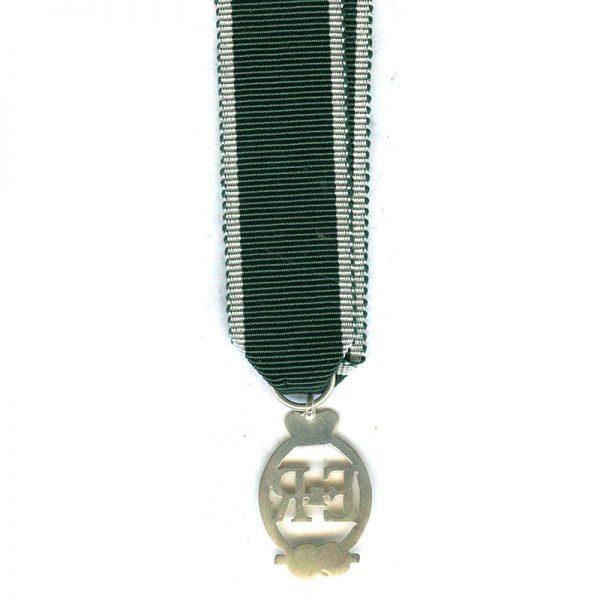 R.N.R Decoration (EIIR) (L18010)  E.F.  £18 2