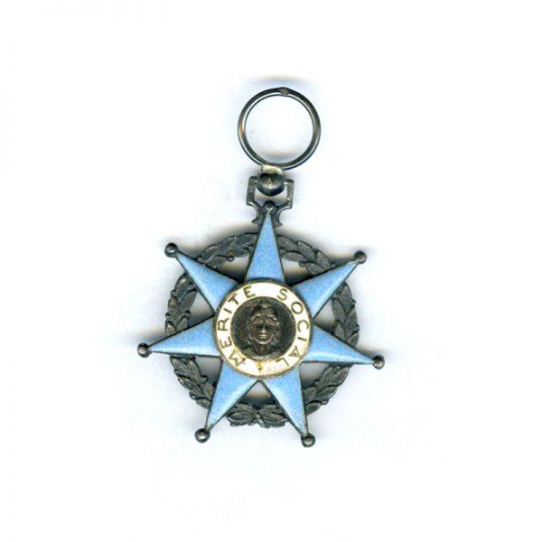 Order of Social Merit Knight small chip to centre (n.r.) (L20989)  V.F... 1