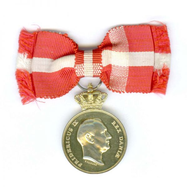 Medal of Recompense Frederick IX  with   crown silver gilt 1