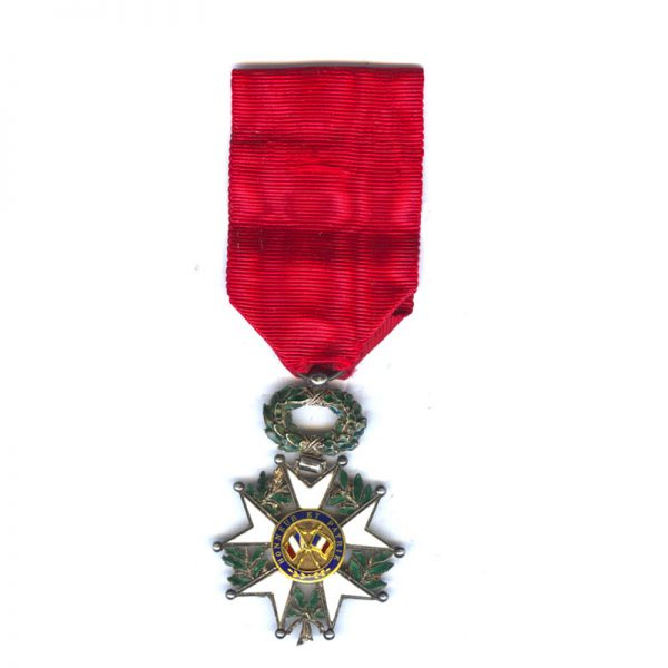 Legion D'Honneur 1870-1951 Knight deluxe issue with gold 3 part centre 2