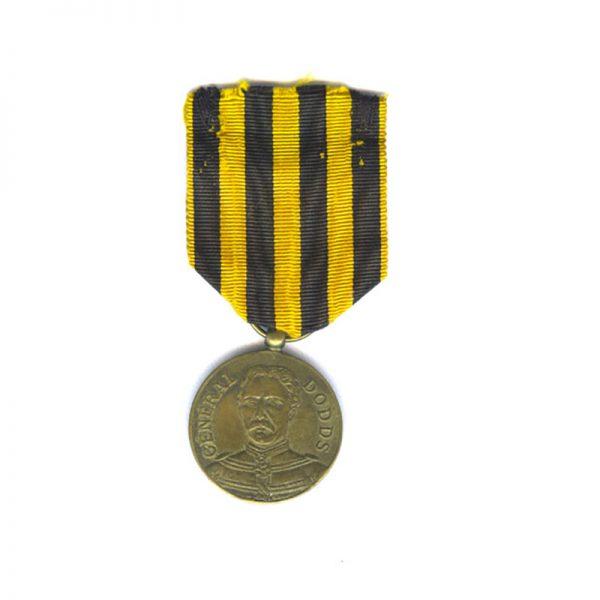 "Dahomey medal 1892 General Dodds medal  ""A Dahomey"" brass 27mm 1"