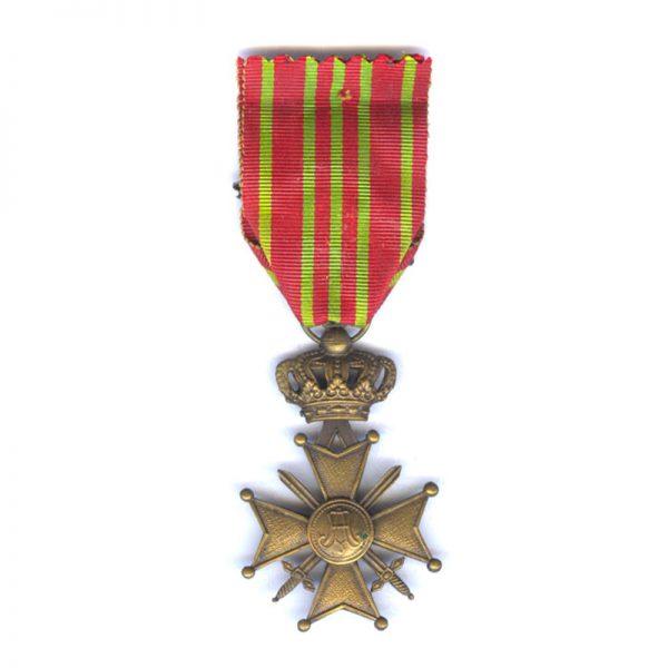 Croix De Guerre 1914-18 with Palme on ribbon (L27517)  G.V.F. £40 2