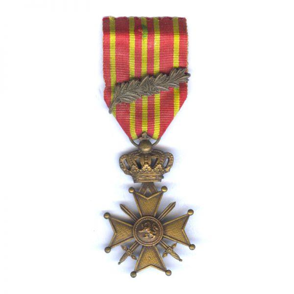 Croix De Guerre 1914-18 with Palme on ribbon (L27517)  G.V.F. £40 1