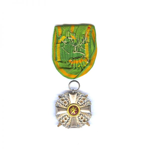 Order of the Zahringen Lion Knight with gold swords and centre 2