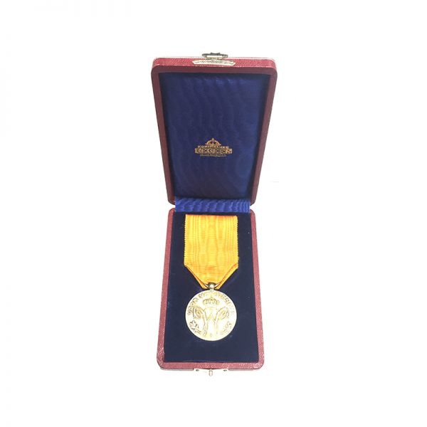 Family House Order of Orange silver medal of Merit 5