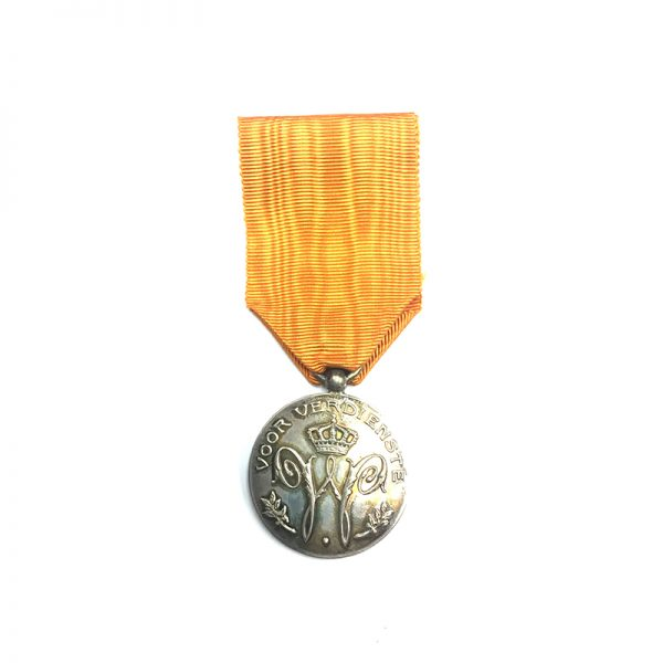 Family House Order of Orange silver medal of Merit 1