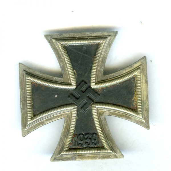 Iron Cross 1939 1st class slight rust on one arm  otherwise	