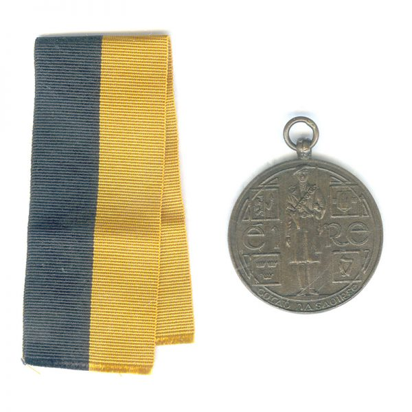 Black and Tan medal  no top bar (L19995)  G.V.F. £195 1