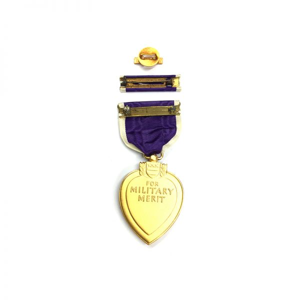 Purple Heart WW2 issue in coffin case with enamelled lapel badge and... 2