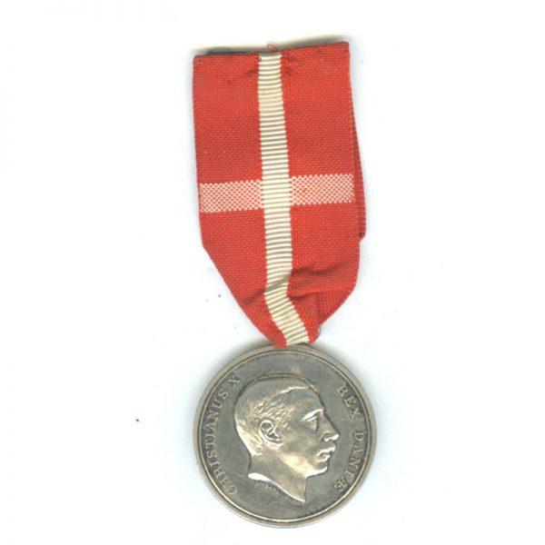 Medal of Merit  Christian X  to Dagmar Sorenson fodt  Fischer (L14413)  N.E.F... 1