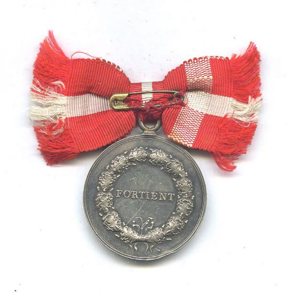 Medal of Merit  Frederick IX  to Mariane Boggeld with bow ribbon 2