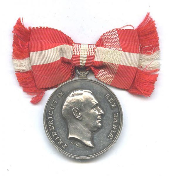 Medal of Merit  Frederick IX  to Mariane Boggeld with bow ribbon 1
