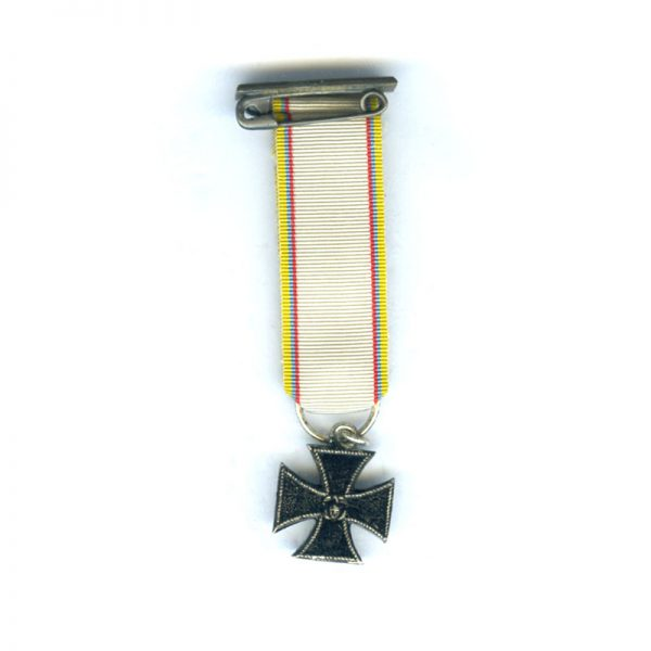Iron Cross with embroidered ribbon and top buckle 2