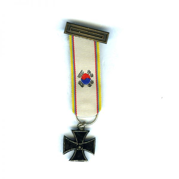 Iron Cross with embroidered ribbon and top buckle 1