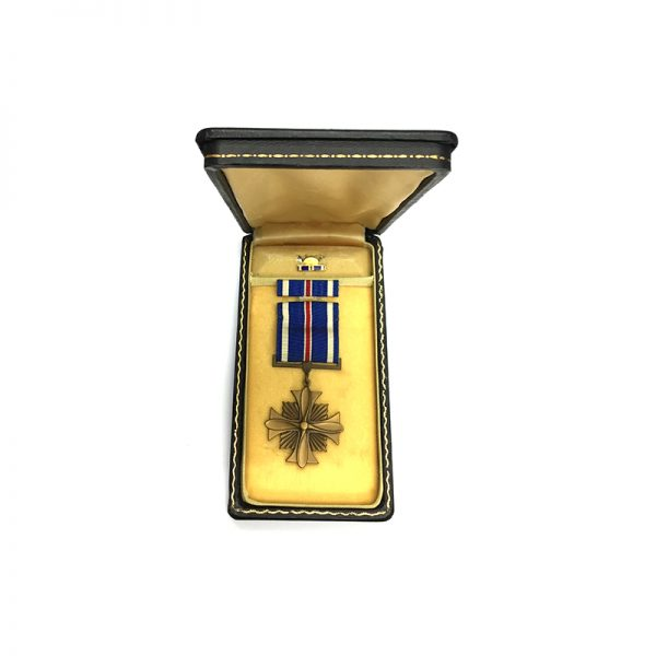 Distinguished Flying Cross  WWII issue in embossed  coffin case of issue with... 5
