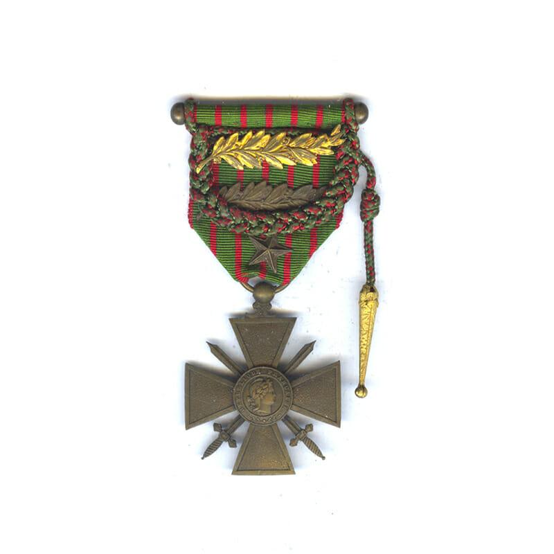 Croix de Guerre 1914-16 with Fourragère (braid) for distinction Bronze palme 1