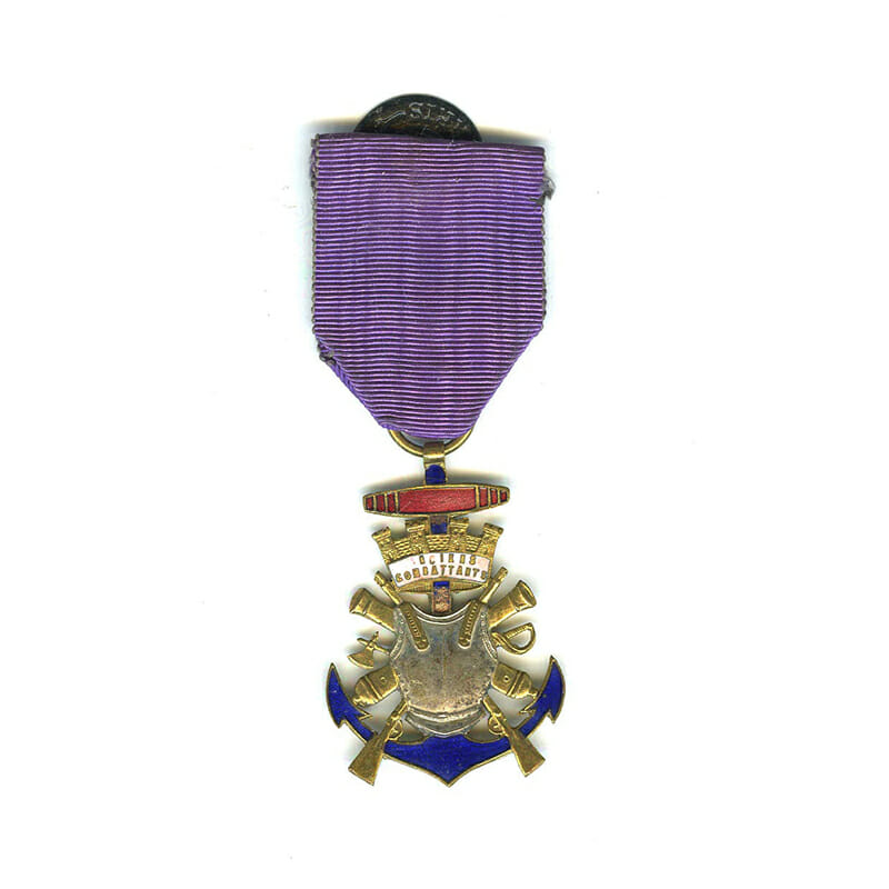 Veterans medal form of coat of arms from Medaille Militaire 1