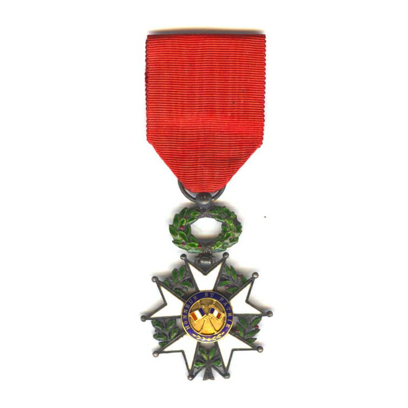 Legion D'Honneur 1870-1951 Knight  gold centre 2