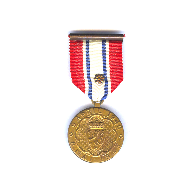 War Participation Medal 1940-45. with bronze rosette on ribbon in original Tostrup... 1