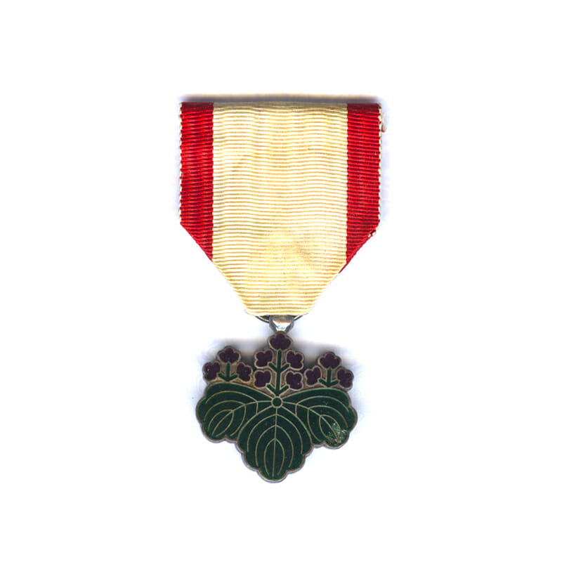 Order of the Rising Sun 7th  Class in fitted embossed case of... 1