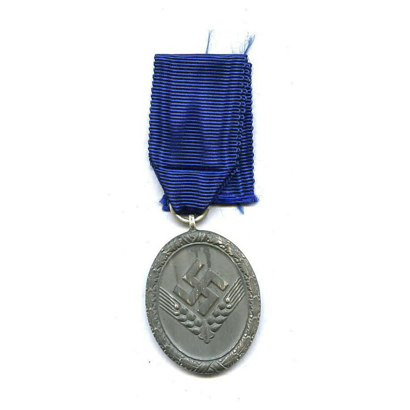 R.A.D medal for Women  3rd class (silver wash almost all gone )(L12346... 1