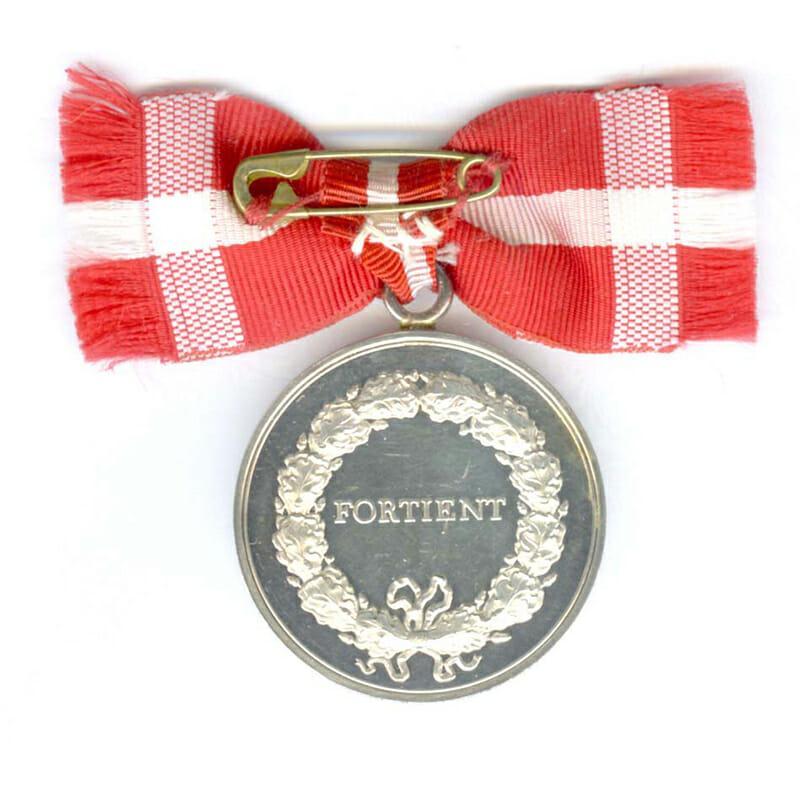 Medal of Merit  Margarethe to Gerda Hansen in case of issue (L23333... 2