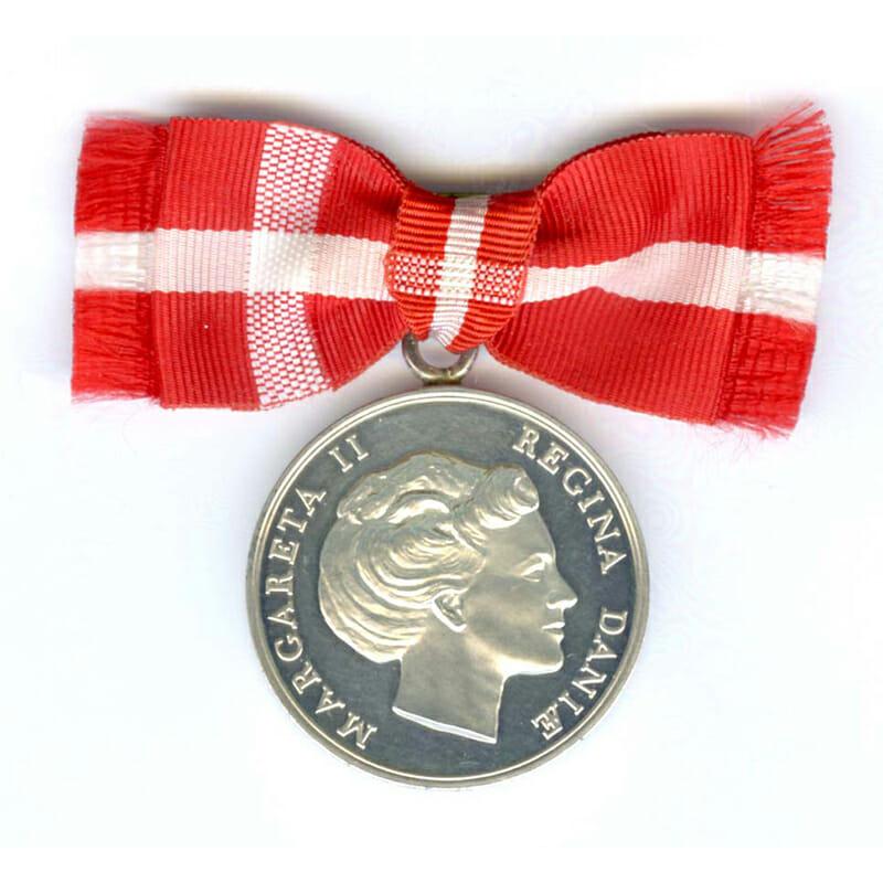 Medal of Merit  Margarethe to Gerda Hansen in case of issue (L23333... 1