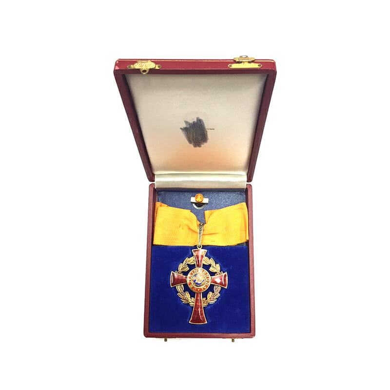 Family House Order of Orange Commander neck badge cased 5