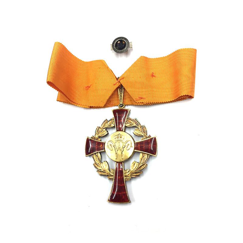 Family House Order of Orange Commander neck badge cased 2