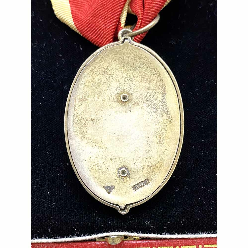 Knight Bachelor Neck Badge 3rd Type cased 2